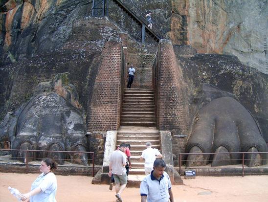 A sztúpa feljárata a második szintre